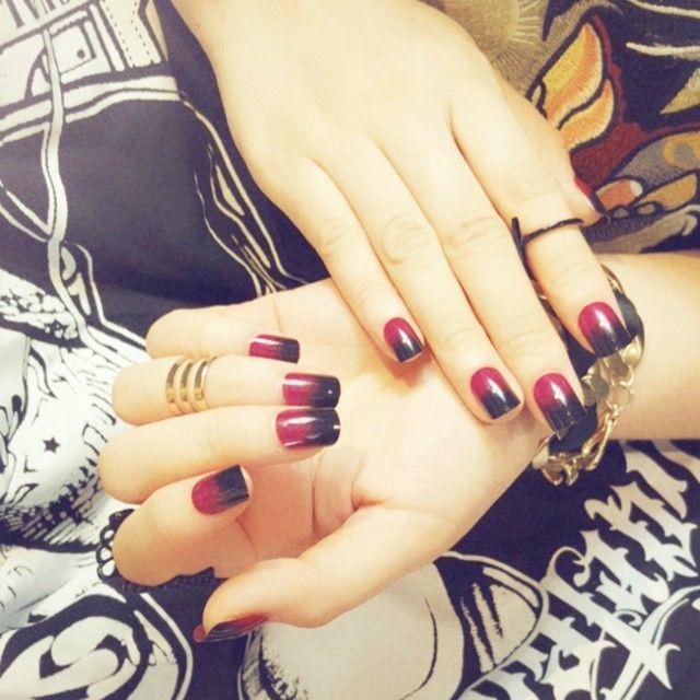 Ovale gefälschte Nägel der schwarzen roten Steigung 24pcs – Nagel