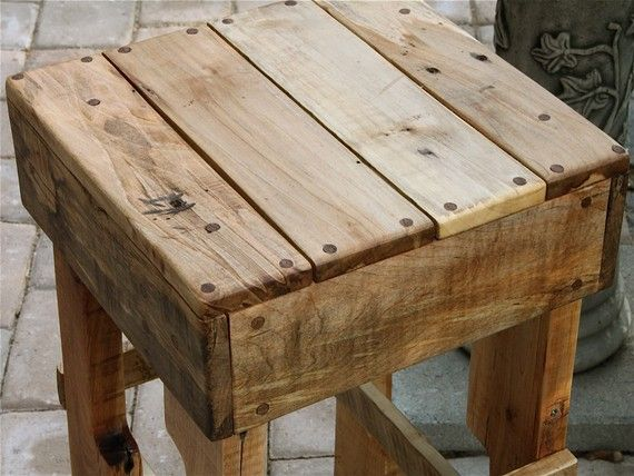 78 images about pallet on pinterest shipping pallets - Taburetes de madera rusticos ...