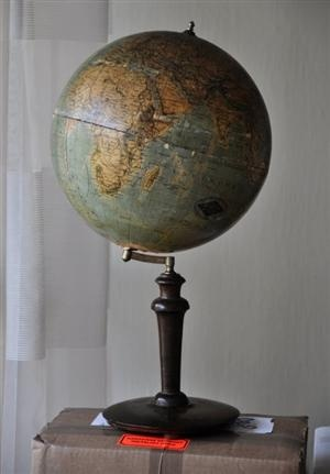 I've always loved the look of a stately, elegant old-fashioned globe that would look amazing in pretty much any room of the house.