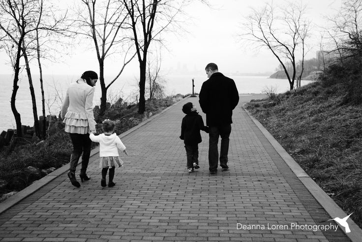 Winter family picture ideas | Candid, walking hand in hand | Lakewood Park, Ohio