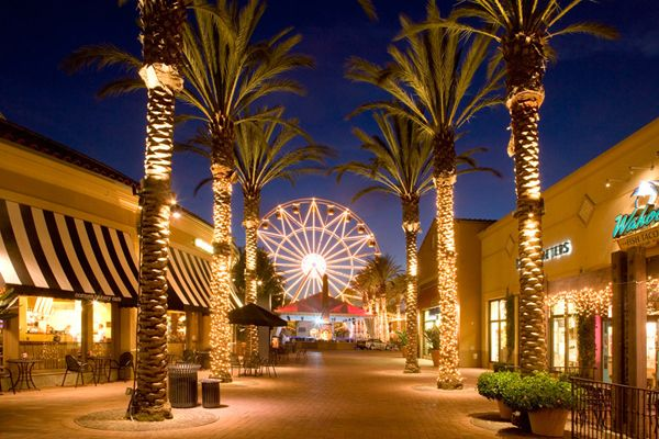 The Ferris wheel at Irvine Spectrum (Photo: shopirvinecompany.com)