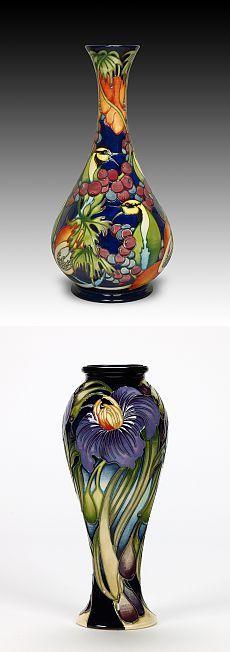 Красиво расписные вазы.