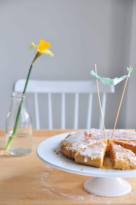 ciasto cytrynowe  http://www.makecookingeasier.pl/na-slodko/moje-ciasto-cytrynowe/