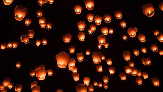 Es tiempo de celebraciones en el continente asiático gracias a la llegada del Año Nuevo Chino. Uno de los acontecimientos más destacados en estas festividades es el Festival de Linternas, en el pueblo de Pingxi, muy cerca de Nuevo Taipéi, en Taiwán http://www.lonelyplanet.es/blog-un-vals-de-luces-en-el-cielo-315.html  || FOTO: @ Jirka Matousek / https://www.flickr.com/photos/jirka_matousek/12431366033