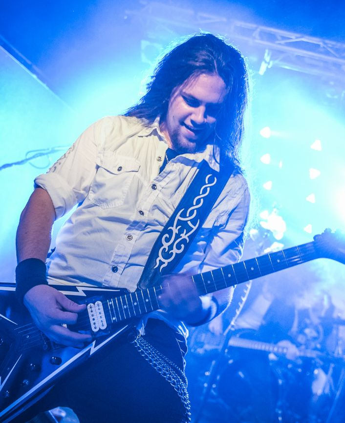 #aliatempora #live #show #stage #onstage #guy #band #guitarist #guitar #growler #longhair #metal #rock #symphonic #electro #lights #white #dress #blue
