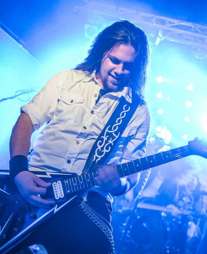 #aliatempora #live #show #stage #onstage #guy #band #guitarist #guitar #growler #longhair #metal #rock #symphonic #electro #lights #white #dress #blue