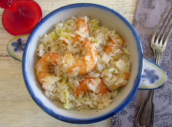 Rice with shrimp and leek | Food From Portugal. When you do not have much time the solution is to prepare a simple meal! This rice recipe with shrimp and leek is simple but at the same time quite tasty!! Bon appetit!!! http://www.foodfromportugal.com/recipe/rice-shrimp-leek/