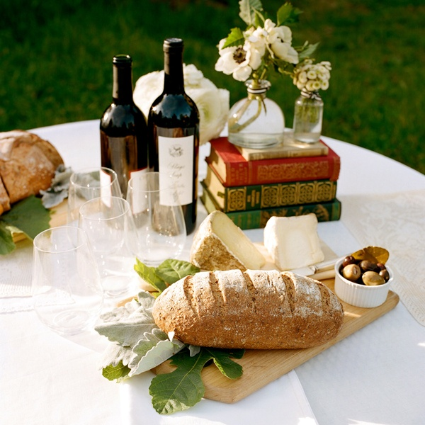 Ah,bread and wine and books...and the time to enjoy them...: Wine, Idea, Sweet, Wedding, Bread, Food, Book Centerpieces, Cheese, Picnic