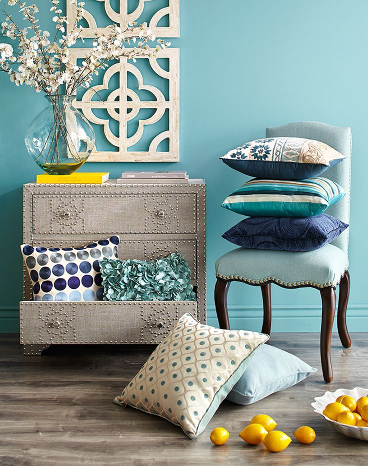 No matter how you stack it, blue is the color of choice for pillows.