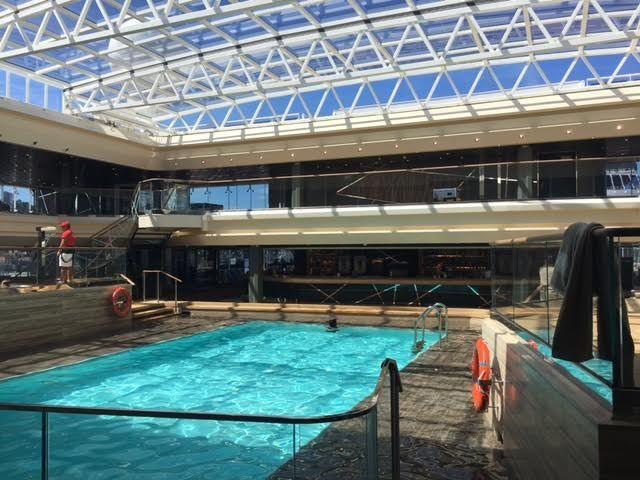 piscina con cubierta retráctil