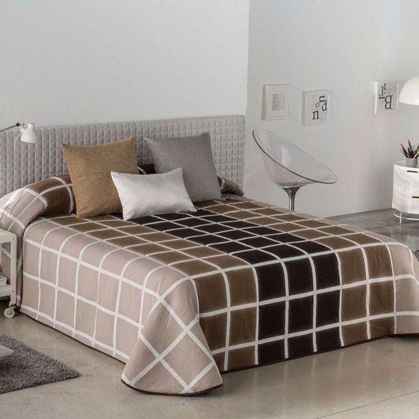 Colcha Bouti FLORENCIA de al firma Orian. Se trata de un diseño clásico y acogedor, ideal para vestir tu habitación durante la nueva temporada de invierno. Lo puedes conseguir en beige y en lila.