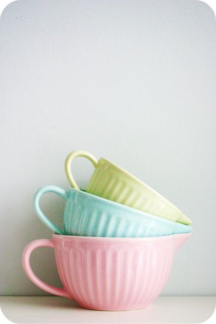 I love these bowls. Anyone know where they're available from?