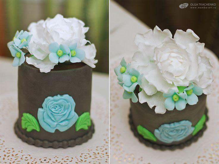 Handmade cake with gumpaste flowers by Olga Tkachenko