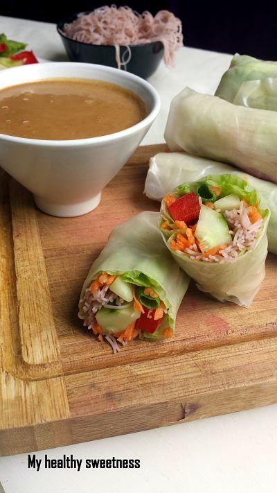 Des rouleaux frais et sains accompagnés d'une délicieuse sauce thaï.