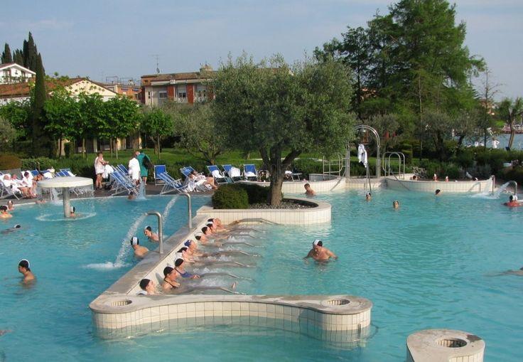 Centro Benessere Termale Aquaria: Aquaria spa heated outdoor pool. The Sirmione Spa.