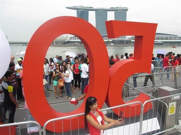 9日、マリーナ・ベイ地区の建国50周年の記念イベント会場に集まった市民ら(吉村英輝撮影) ▼9Aug2015産経新聞|シンガポール、建国50周年で記念式典 http://www.sankei.com/world/news/150809/wor1508090021-n1.html #Singapore #SG50