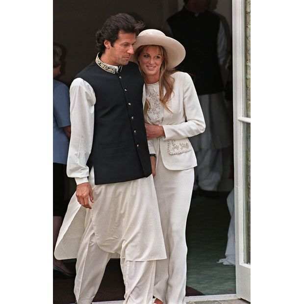20 June 1995  Imran Khan and Jemima Goldsmith leave Richmond Registry Office in London after their civil wedding ceremony.