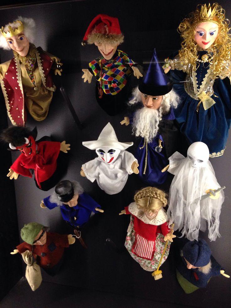 Lav jeres eget dukketeater., På Børnenes Museum, Nationalmuseet er der dukker, udklædningstøj og Scene ellers gør det derhjemme. I TIGER fåes et dukkesæt til rimelige priser.