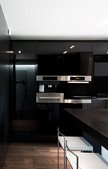 A black kitchen - so stylish!
