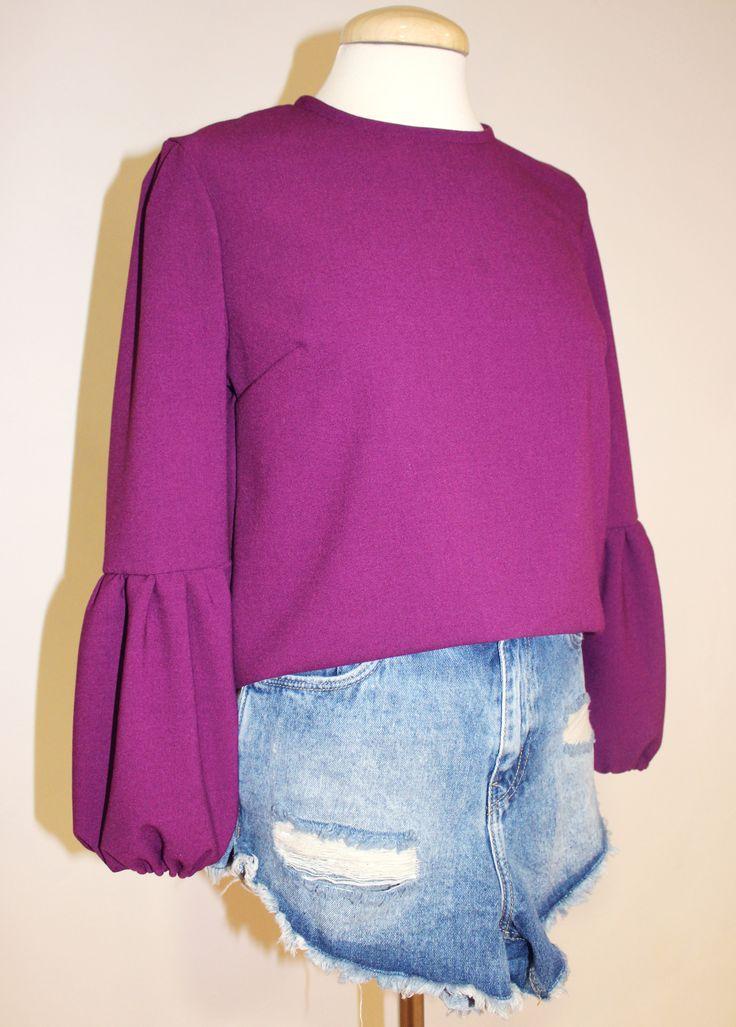La prenda estrella este verano en Colette, la blusa Belle Chic con manga globo! Con posibilidad de encargarla en varios colores y en la talla y medidas que prefiráis  AQUÍ > http://www.colettemoda.com/producto/blusa-burgundy/  #colettepalencia #moda #estilo #rebajas #verano