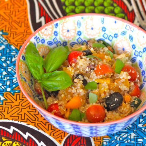 • 1 taza de quinoa • ½ cebolla picada de preferencia • 1 diente de ajo picado • 6 champiñones en rodajas • 1 zuchinni / calabaza amarilla (cortada en medio círculos) • 1 pimiento rojo picado • 1 taza de quinoa 1 taza...