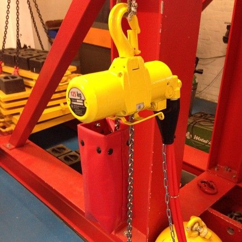 The #REDROOSTER air chain hoist in disguise….. Marine Paint yellow RAL1023. Made for order, that's just one of the many options. Remember you can always ask for more:...