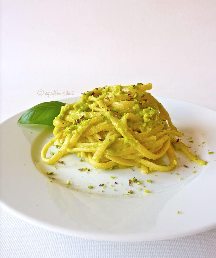 Di pasta impasta: Linguine al pesto di zucchine e pistacchi di Bronte