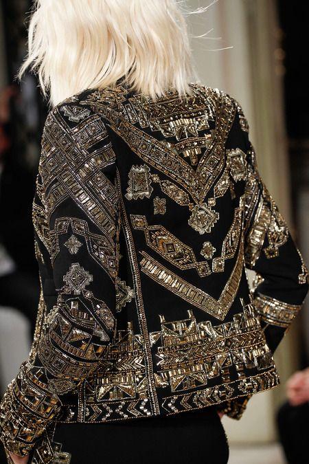detalhe do bordade de jaqueta Pucci