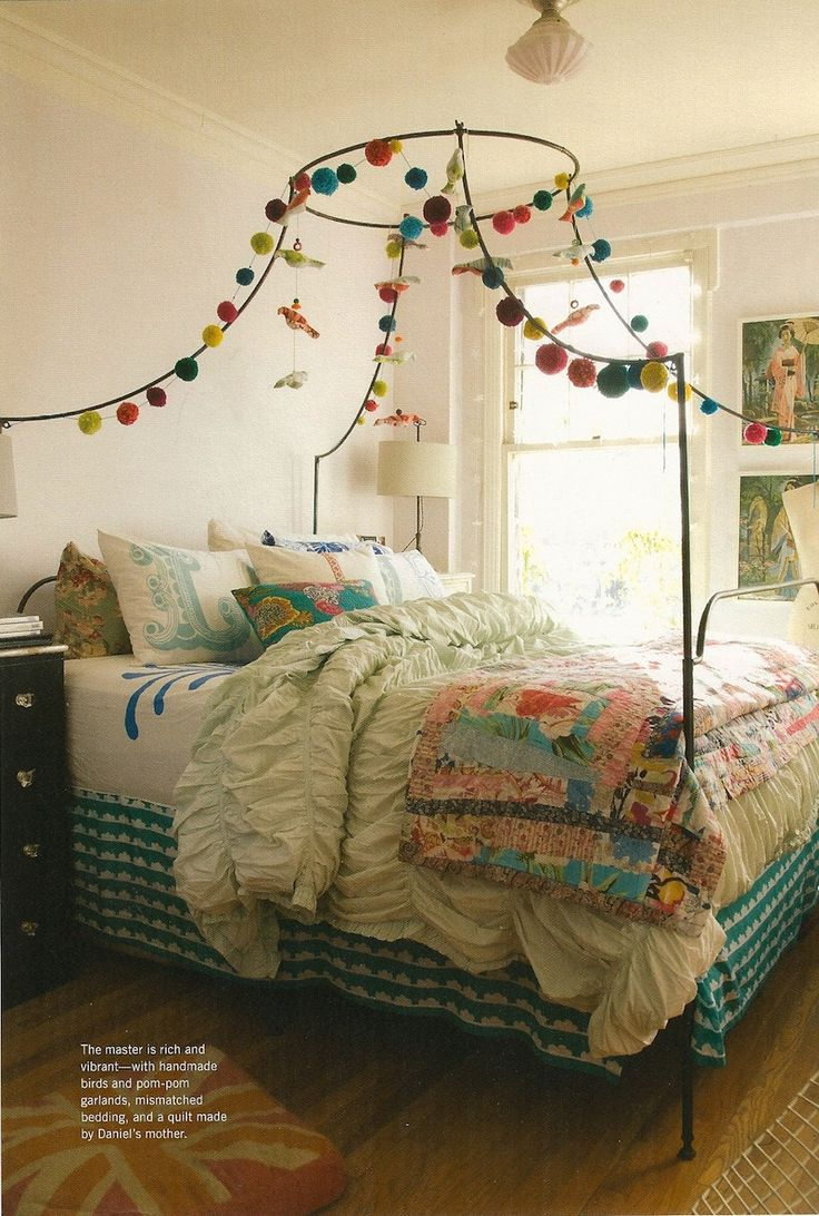 I love what they have done with the pom poms on the bed frame, would like to so somthing similar on mine