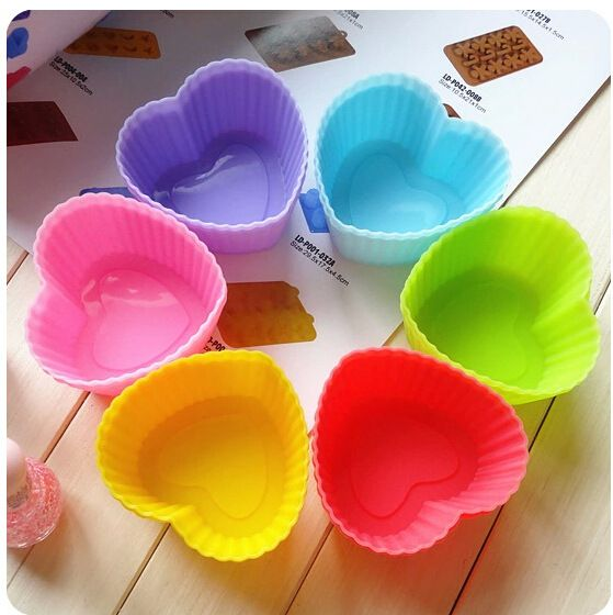 12 pcs/lote Silicone 7 CM Muffin tasse multiples couleurs Love Heart forme Silicone Miffin Cup Cake moule pouding tasse ustensiles de cuisson savon Mold(China (Mainland))