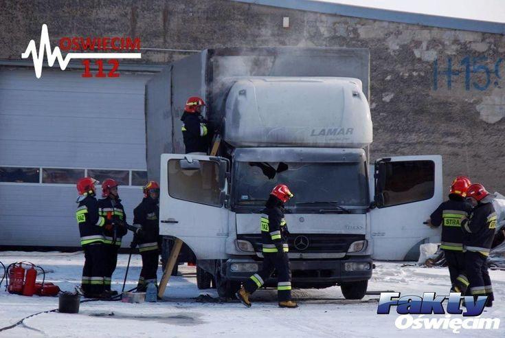 Palił się ciężarowy mercedes – FOTO #Oświęcim #pożar #ciężarówka #ogień #straż #strażacy