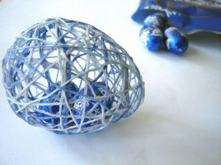 décoration de Pâques en couleur bleue pour votre table