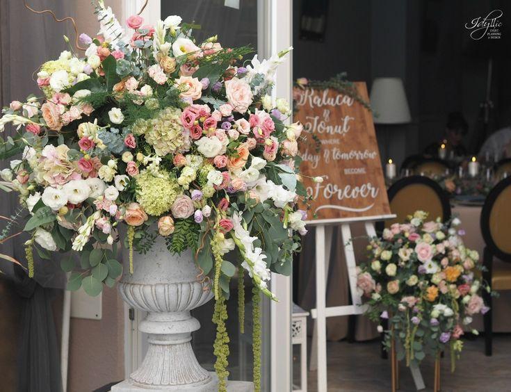 entrance flower decor | wedding flower design | decor nunta Romania | organizare si decor eveniment #eventdesign #flowers #wedding #amazing