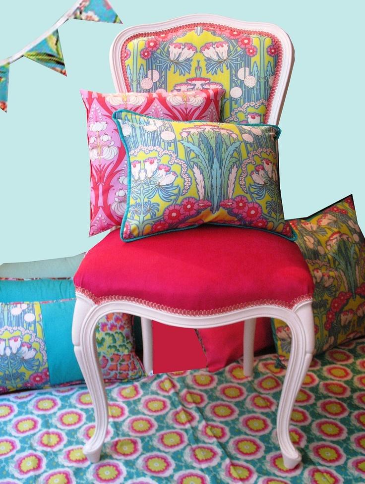 Renewed Louis XV chair with velvet seat and Amy Butler fabrics. Renovada silla Luis XV con telas de Amy Butler. $320.00, via Etsy.