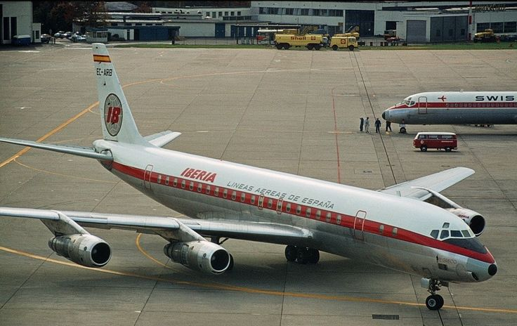 Iberia DC8 at Düsseldorf June 1971