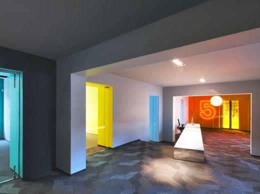 Born05 office by Maurice Mentjens via Frameweb.com