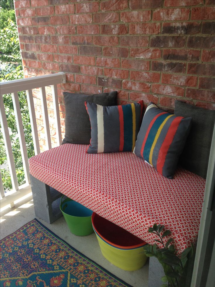 Cinder block bench made from crib mattress #diy #balcony #outdoor  #upcycle #repurpose #outdoor