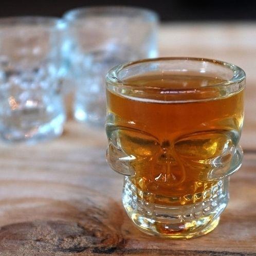 """356 curtidas, 19 comentários - TrazpraCa.com (@trazpraca) no Instagram: """"O Kit com 4 Copos de Caveira - Crystal Head tem um design bem criativo, cada copo shot tem o…"""""""