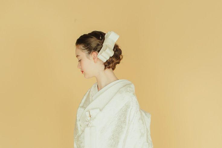 白無垢のヘアスタイルは綿帽子・角隠し・文金高島田だけじゃない!和装結婚式をお考えの花嫁さまにお教えしたい、年々進化するお花やヘッドパーツを使った洋髪の魅力。