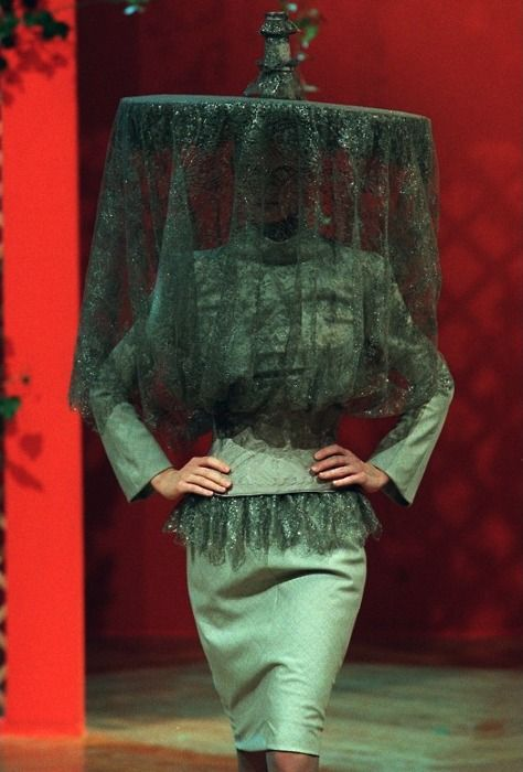 1997-2001 Givenchy by Alexander McQueen: Ready-to-Wear & Haute Couture - Page 3 - the Fashion Spot
