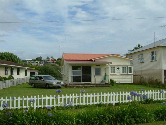 1/4 Acre Kiwi Cottage