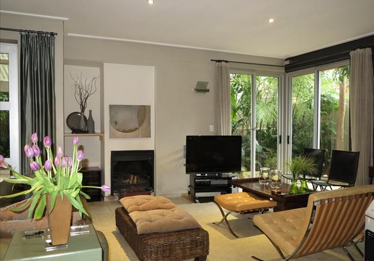 Located in a small complex of six beautifully finished contemporary homes. Modern open plan living areas and spacious accommodation. - See more at: http://search.knightfrank.co.za/za3104019#sthash.x1kDHdc6.dpuf