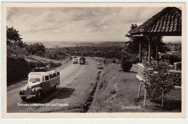 GARDU PEMANDANGAN GOMBEL SEMARANG. De bus van Salatiga-Semarang.