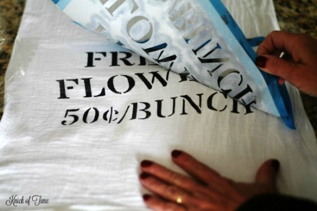 How to Make Easy Stenciled Farmhouse Flour Sack Towels | www.knickoftime.net