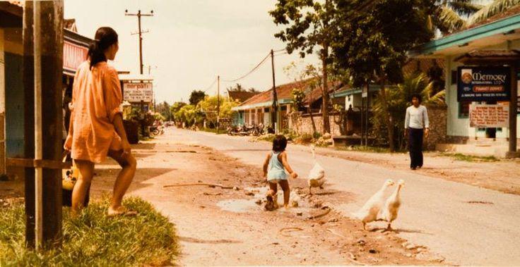 Jl Bukung Sari, Kuta 1979ish. Looking away from the beach.