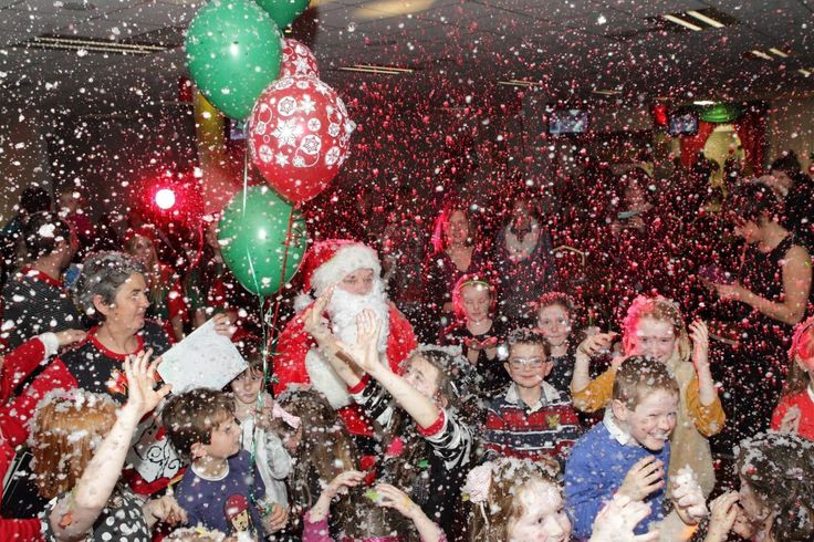 Snow Machines Hire. Entertainers.ie has a wide range of quality snow machines for hire, to help create the prefect snowy feel for your event.