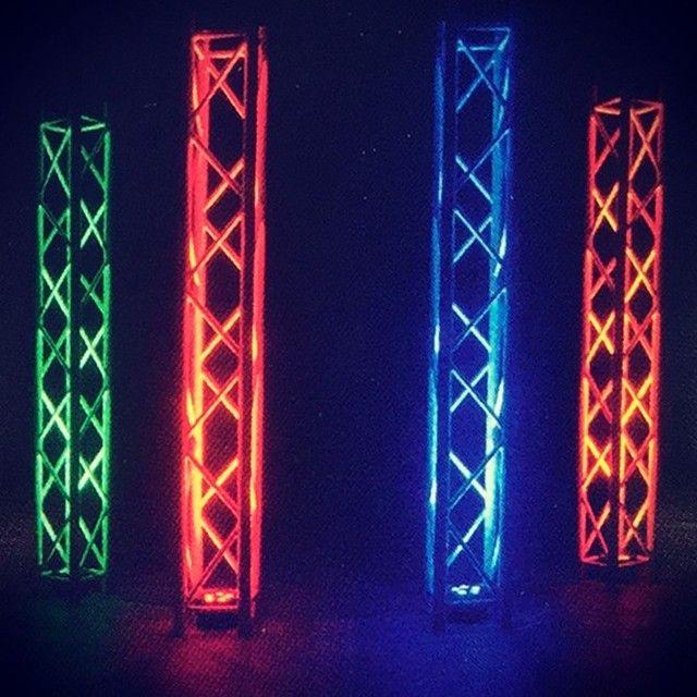 Traversen mit ADJ LED Scheinwerfer #bühne #event #veranstaltung #gesang #envirel #köln #cologne #nightparty #nightclub #partytime