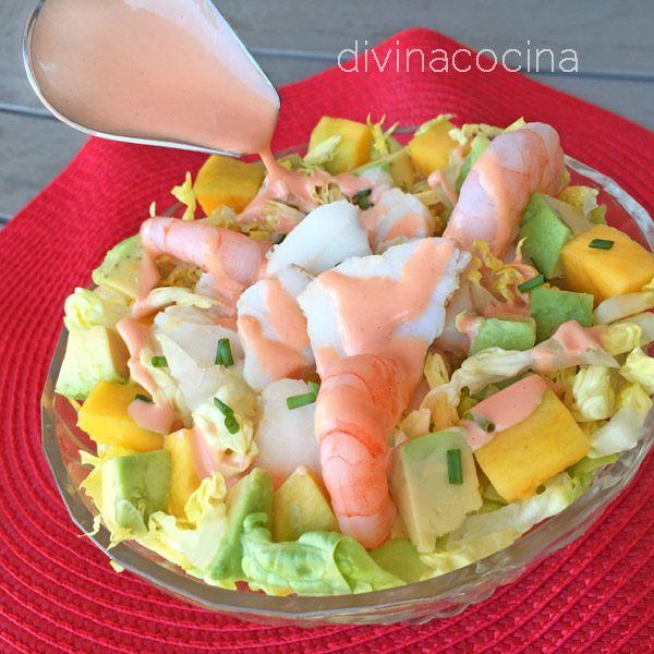 Este cóctel de rape y langostinos es un plato frío fácil de preparar y muy festivo y vistoso, perfecto para invitados y ocasiones especiales.
