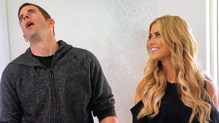 "On the latest episode of ""Flip or Flop,"" Christina steps out on Tarek ... or at least on the three-bedroom house they're renovating."