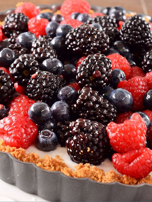 Summer Berry and Coconut Pudding Tart Recipe #memorialday #dairyfree